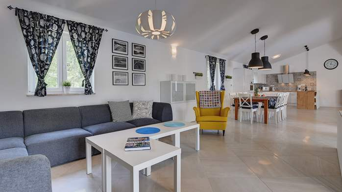 Irresistible villa with an outdoor heated pool, for 8 persons, 12