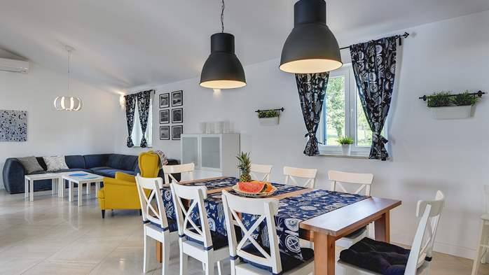 Irresistible villa with an outdoor heated pool, for 8 persons, 17