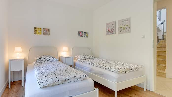 Irresistible villa with an outdoor heated pool, for 8 persons, 30