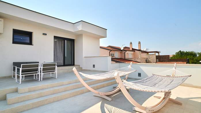 Irresistible villa with outdoor pool and playroom for 10 people, 30