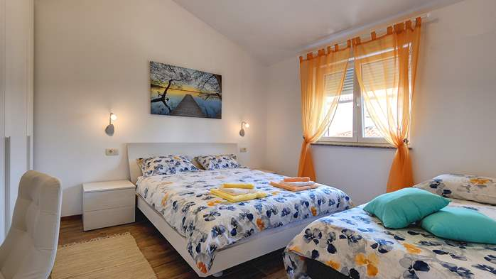 Newly built holiday house in Vinkuran for 10 persons, parking, 12