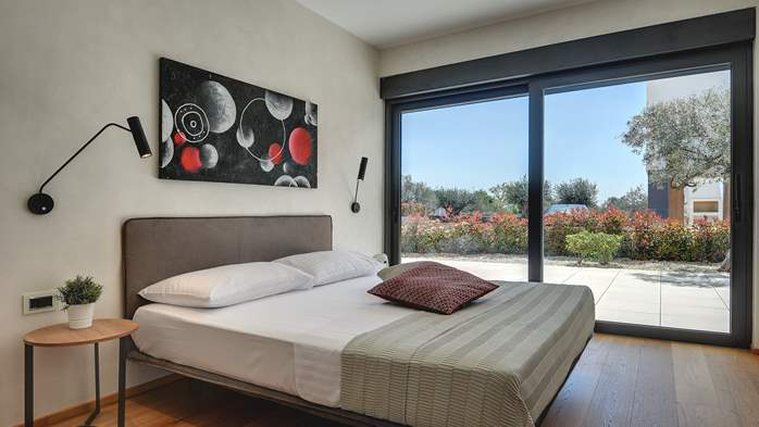 Elegant villa with sea view balcony, pool and sauna, for 12 pax, 32