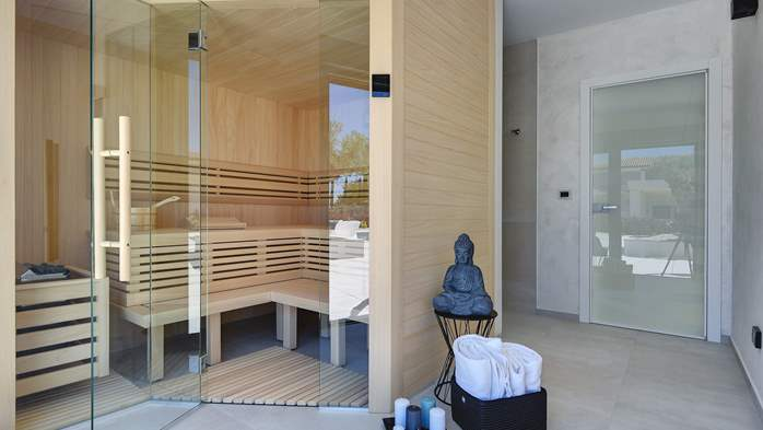Elegant villa with sea view balcony, pool and sauna, for 12 pax, 42