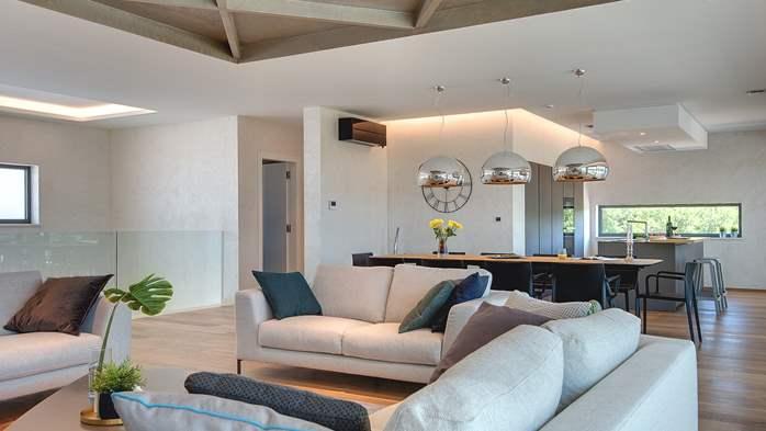 Luxury villa with outdoor pool, Finnish sauna and playroom, 14