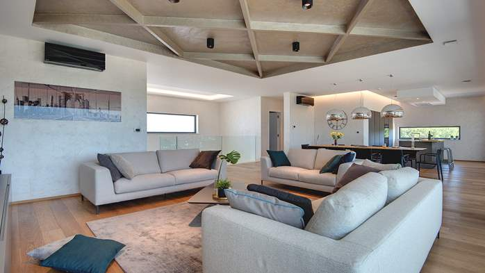 Luxury villa with outdoor pool, Finnish sauna and playroom, 15
