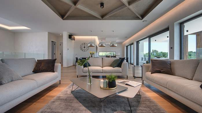 Luxury villa with outdoor pool, Finnish sauna and playroom, 13