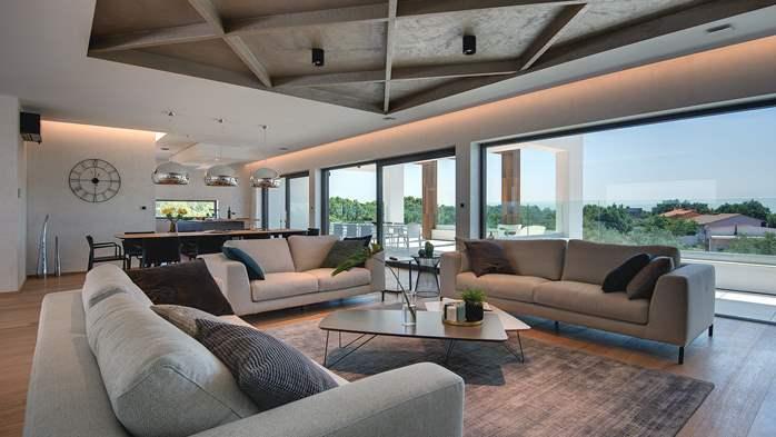 Luxury villa with outdoor pool, Finnish sauna and playroom, 16