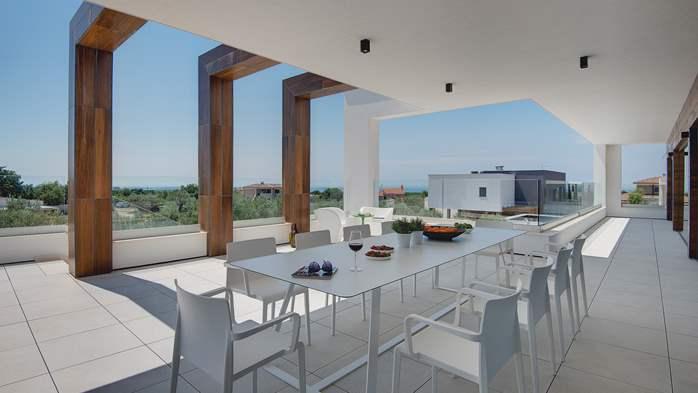 Luxury villa with outdoor pool, Finnish sauna and playroom, 41