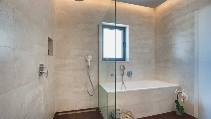Luxury villa with outdoor pool, Finnish sauna and playroom, 31