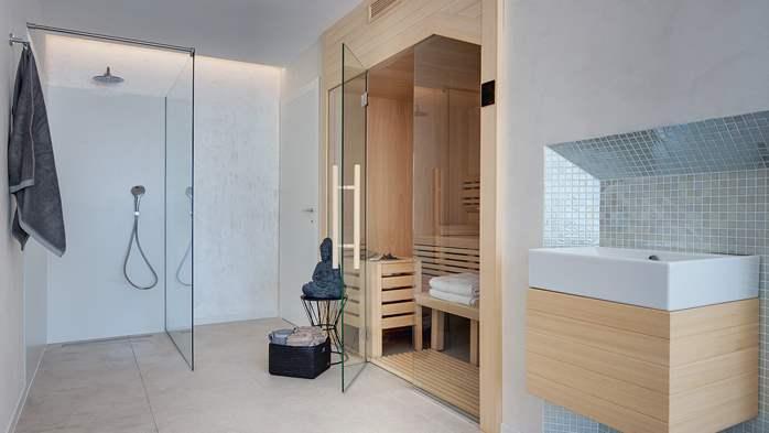 Luxury villa with outdoor pool, Finnish sauna and playroom, 37