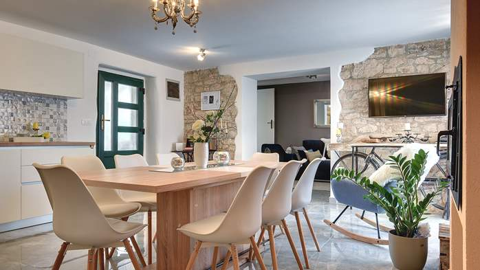 Istrian house renovated in a lovely villa with pool on 3 floors, 21