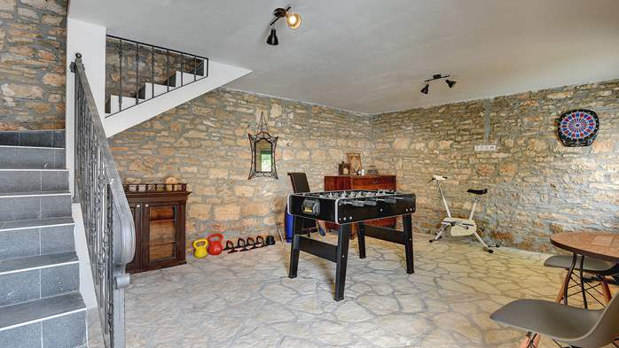 Istrian house renovated in a lovely villa with pool on 3 floors, 27