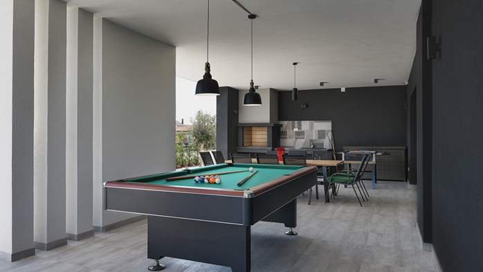 Modern villa in Pula, for 10 persons, offers a pool and sauna, 41