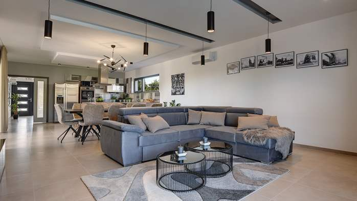 Modern villa in Pula, for 10 persons, offers a pool and sauna, 16