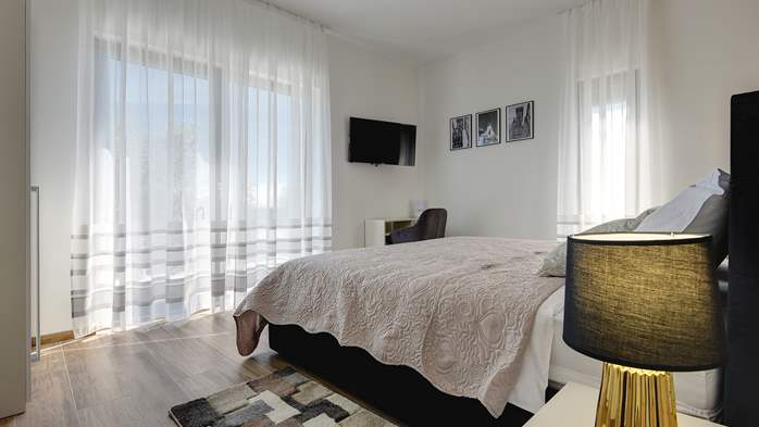 Modern villa in Pula, for 10 persons, offers a pool and sauna, 26