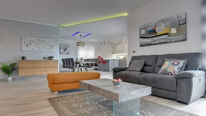 Modern villa for 8 persons with pool and outdoor kitchen, 13