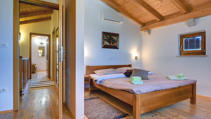 Traditional Istrian villa for 12 persons with private pool, 34