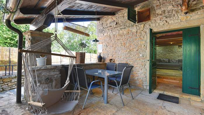 Beautiful stone house with swimming pool and terrace for 3 pax, 20