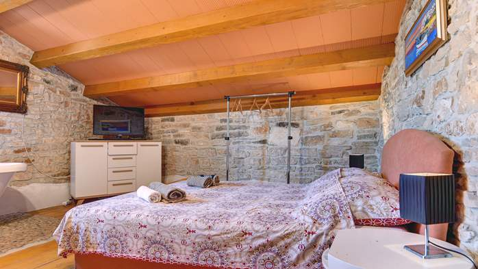 Beautiful stone house with swimming pool and terrace for 3 pax, 16
