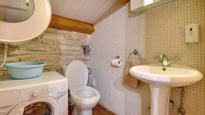 Beautiful stone house with swimming pool and terrace for 3 pax, 19