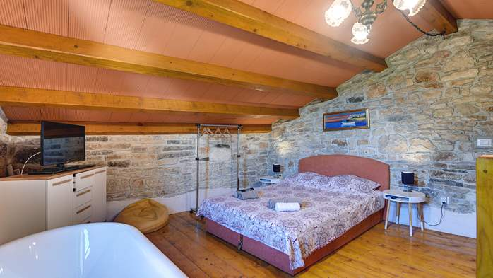 Beautiful stone house with swimming pool and terrace for 3 pax, 15