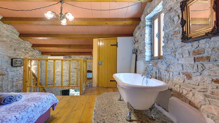 Beautiful stone house with swimming pool and terrace for 3 pax, 18