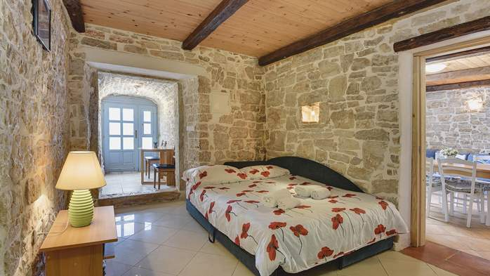 Stone villa on three floors with swimming pool and lovely garden, 12