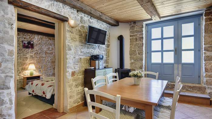 Stone villa on three floors with swimming pool and lovely garden, 10