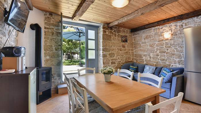 Stone villa on three floors with swimming pool and lovely garden, 9