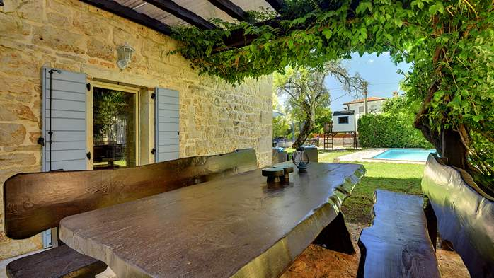 Stone villa on three floors with swimming pool and lovely garden, 33
