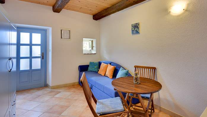 Stone villa on three floors with swimming pool and lovely garden, 29