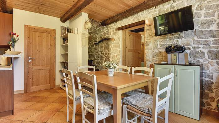Stone villa on three floors with swimming pool and lovely garden, 15