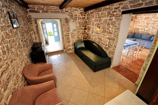 Stone villa on three floors with swimming pool and lovely garden, 16