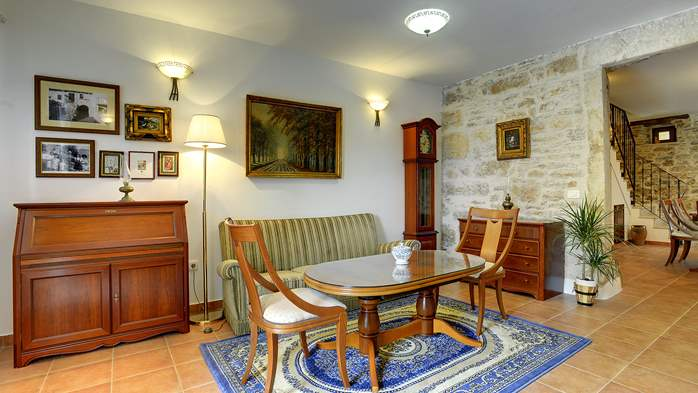 Stone house for 4 persons, tavern with fireplace and large garden, 8