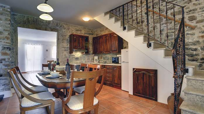 Stone house for 4 persons, tavern with fireplace and large garden, 7