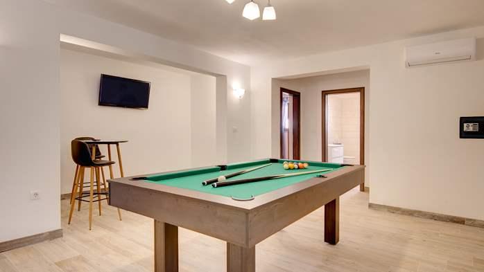 Beautiful villa with stunning sea views, pool, terrace, billiards, 32
