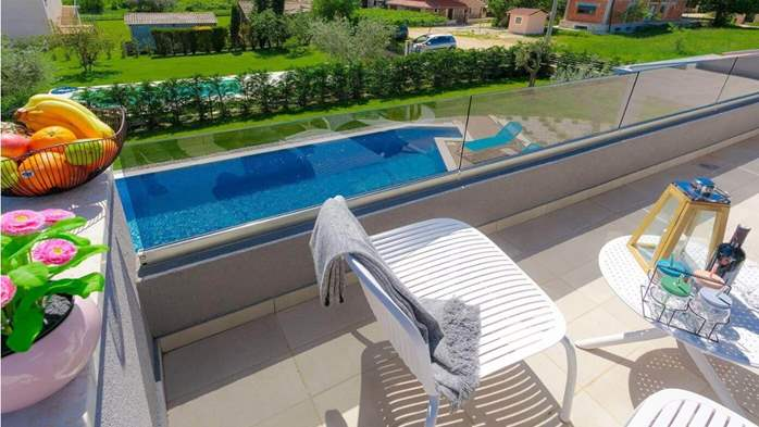 Fully equipped villa with spacious garden, swimming pool, jacuzzi, 42