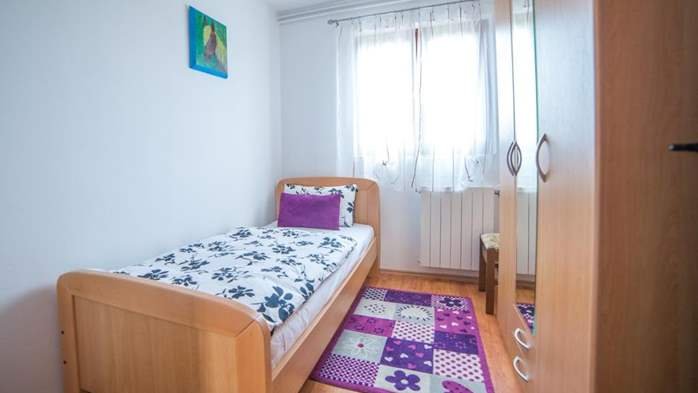 Charming air-conditioned apartment for 5 people, balcony, jacuzzi, 9
