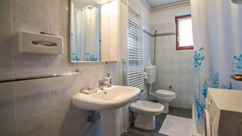 Charming air-conditioned apartment for 5 people, balcony, jacuzzi, 10