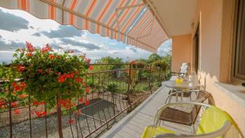 Charming air-conditioned apartment for 5 people, balcony, jacuzzi, 14