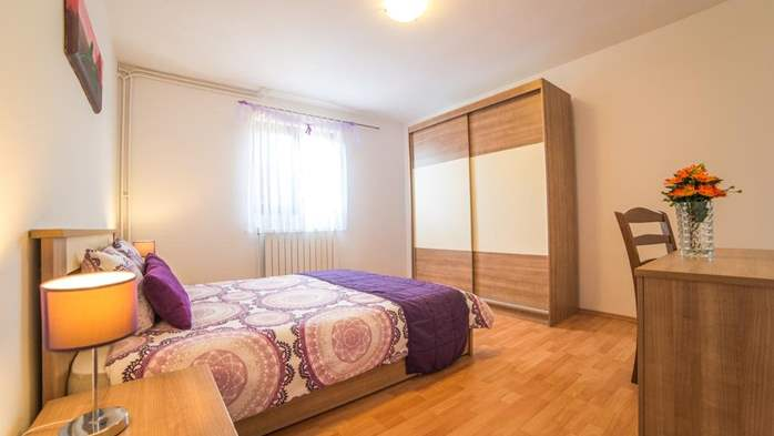 Charming air-conditioned apartment for 5 people, balcony, jacuzzi, 8