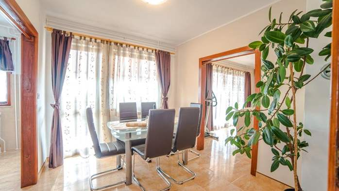 Charming air-conditioned apartment for 5 people, balcony, jacuzzi, 5