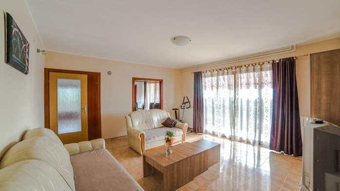 Charming air-conditioned apartment for 5 people, balcony, jacuzzi, 1