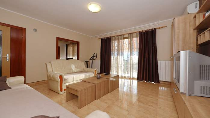 Charming air-conditioned apartment for 5 people, balcony, jacuzzi, 3
