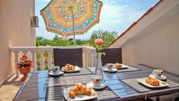 Charming air-conditioned apartment for 5 people, balcony, jacuzzi, 13