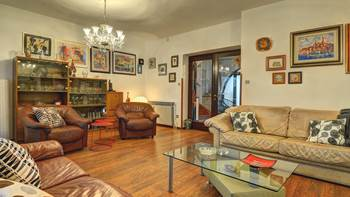 Spacious apartment in Pula, shared pool, WiFi and parking space, 5