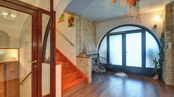 Spacious apartment in Pula, shared pool, WiFi and parking space, 15