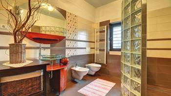 Spacious apartment in Pula, shared pool, WiFi and parking space, 14