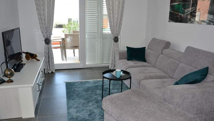 Beautiful house with three bedrooms and jacuzzi, near Novigrad, 3