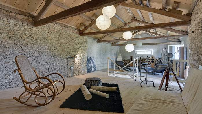 Stone villa on three floors with private pool, 28